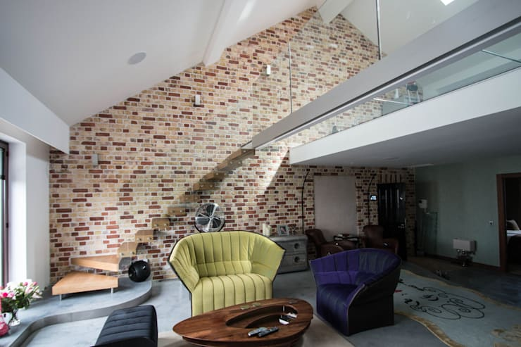 Floating Staircase with Clear Glass Balustrade:  Corridor, hallway & stairs by Railing London Ltd