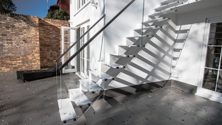 Mono-stringer Outdoor Staircase:  Corridor, hallway & stairs by Railing London Ltd
