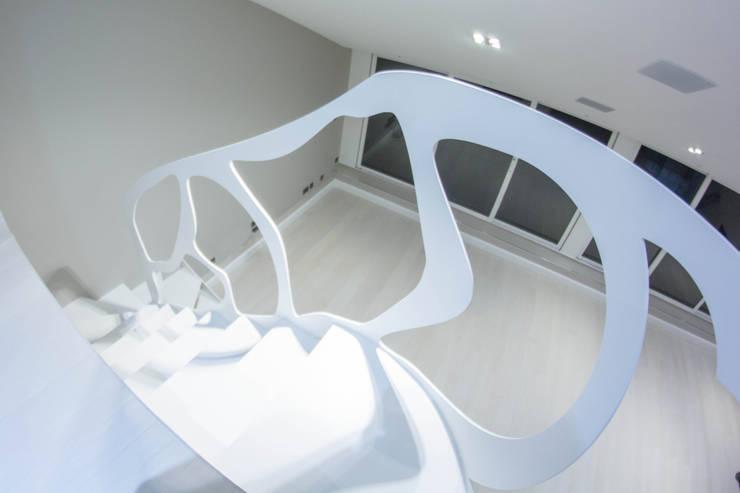 White Welded-steel Staircase:  Corridor, hallway & stairs by Railing London Ltd