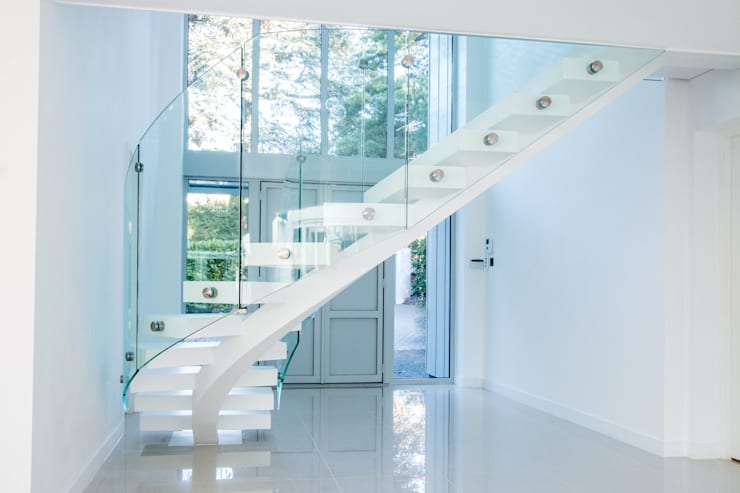 White Curved Middle-spine Stairway:  Corridor, hallway & stairs by Railing London Ltd