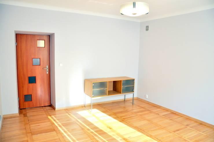 SALON PRZED METAMORFOZĄ: styl , w kategorii Salon zaprojektowany przez Better Home