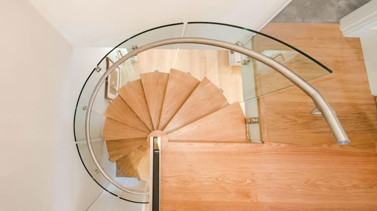 Spiral Staircase with Oak Treads and Risers:  Corridor, hallway & stairs by Railing London Ltd