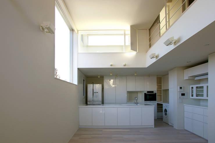 I邸: 森吉直剛アトリエ/MORIYOSHI NAOTAKE ATELIER ARCHITECTSが手掛けたキッチンです。