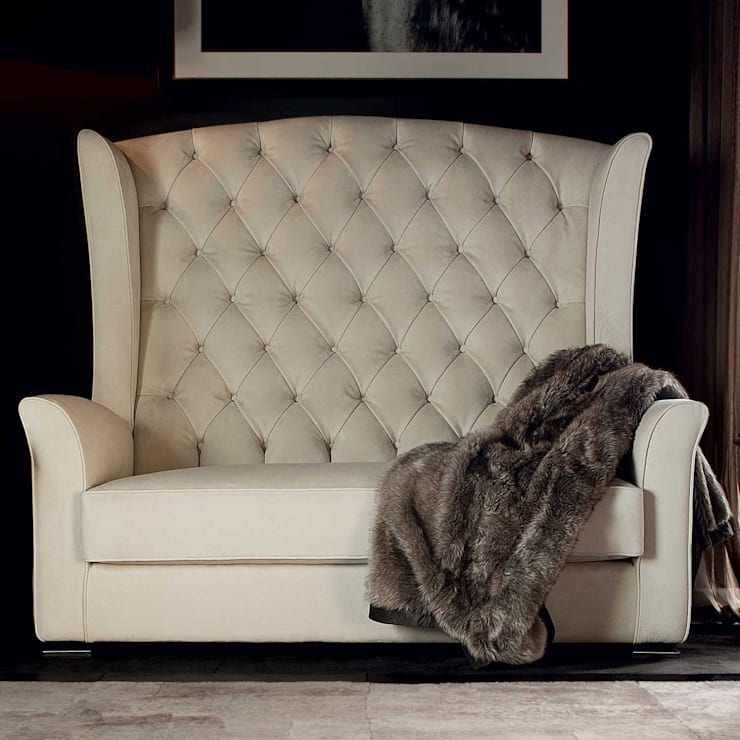 Kesy Lux Loveseat:  Living room by We Style Homes