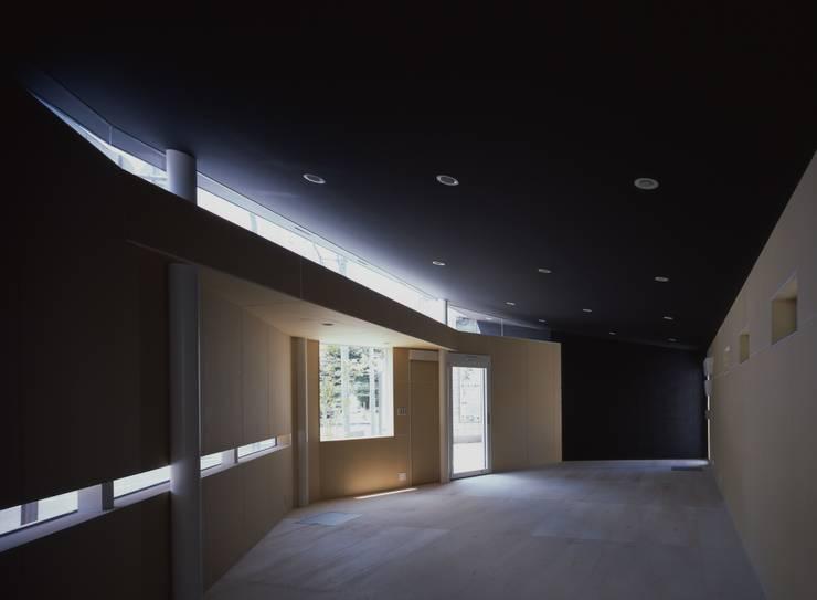 Y's Gate 内観: 神谷徹建築設計事務所が手掛けた書斎です。