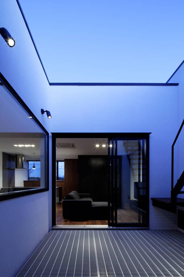 北方の家-okayama-: タカオジュン建築設計事務所-JUNTAKAO.ARCHITECTS-が手掛けたテラス・ベランダです。