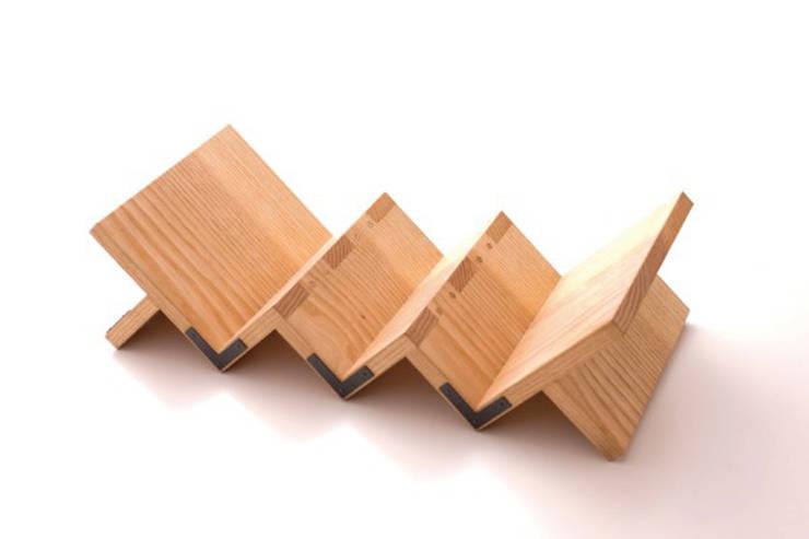 門間屋ワインラック: tona BY RIKA KAWATO / tonaデザイン事務所が手掛けた現代のです。,モダン