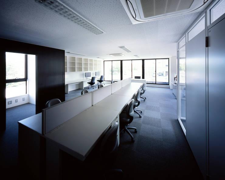 連島ビル-kurashiki-: タカオジュン建築設計事務所-JUNTAKAO.ARCHITECTS-が手掛けた書斎です。