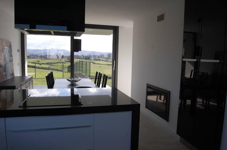 Vivienda en Siero 2: Cocinas de estilo  de Eva Fonseca estudio de arquitectura