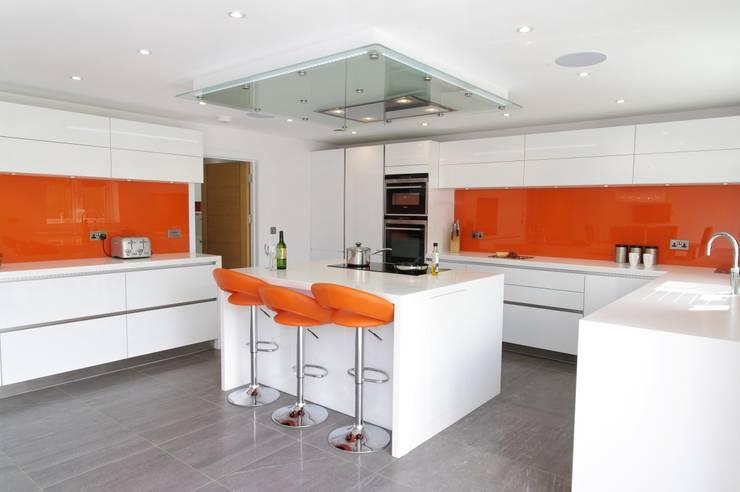 White  & Orange Handless :  Kitchen by PTC Kitchens