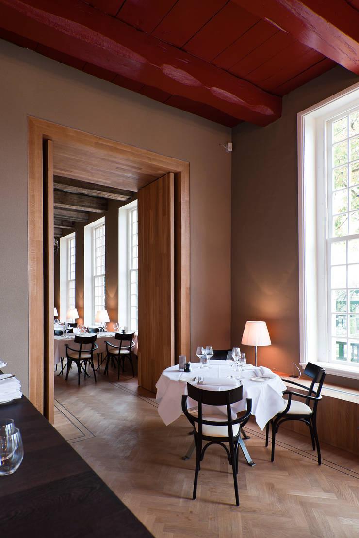 Restaurantes de estilo  por FritsJurgens BV, Rural