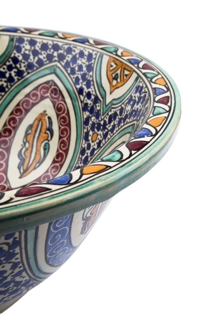 Mayma - Ręcznie malowana wzorzysta umywalka II: styl , w kategorii Łazienka zaprojektowany przez Kolory Maroka