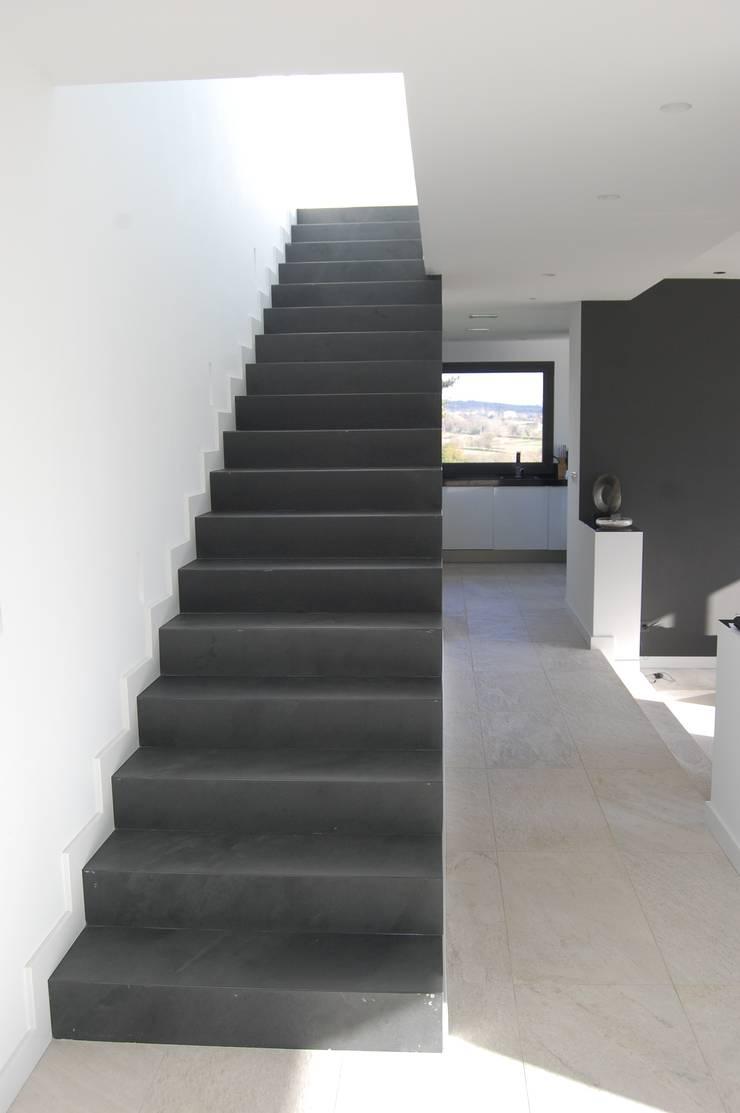 Vivienda en Siero 2: Pasillos y vestíbulos de estilo  de Eva Fonseca estudio de arquitectura