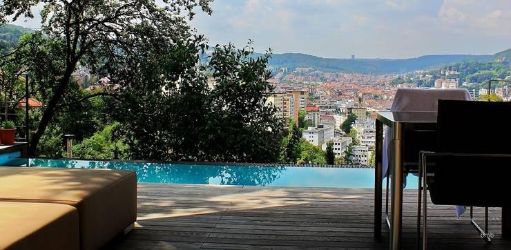 Villa DH:  Infinity pool von bmb Architektur + Design