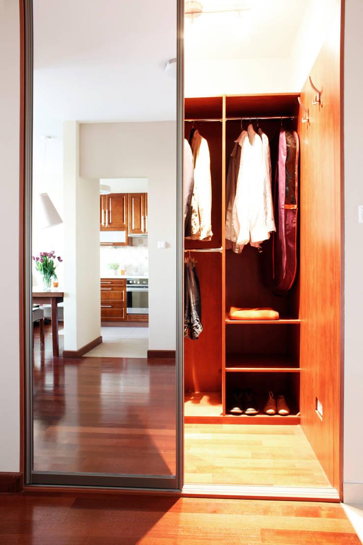 GARDEROBA PO METAMORFOZIE: styl , w kategorii Korytarz, przedpokój zaprojektowany przez Better Home
