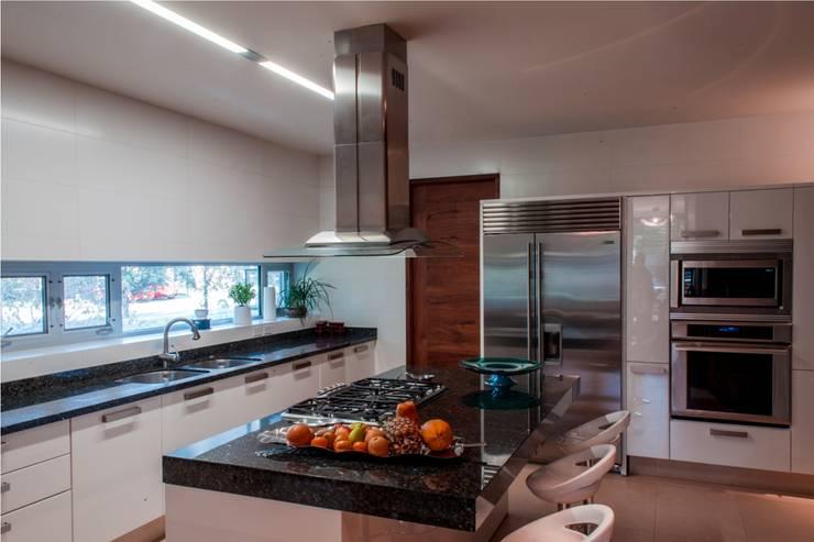 Projekty,  Kuchnia zaprojektowane przez GRUPO VOLTA
