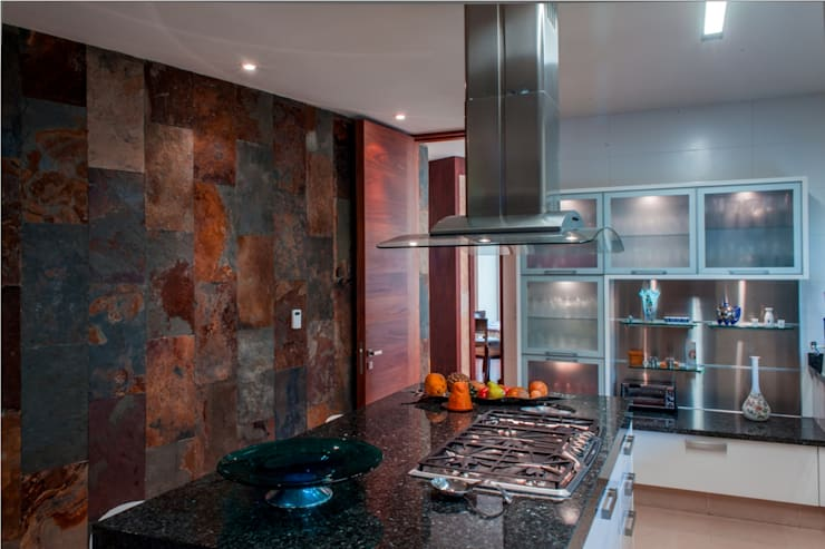 Kitchen by GRUPO VOLTA