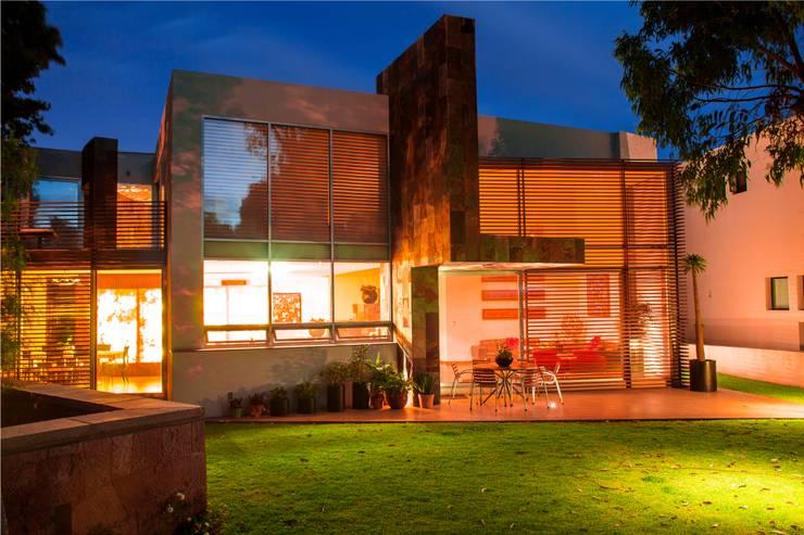 Casas de estilo  de GRUPO VOLTA, Moderno