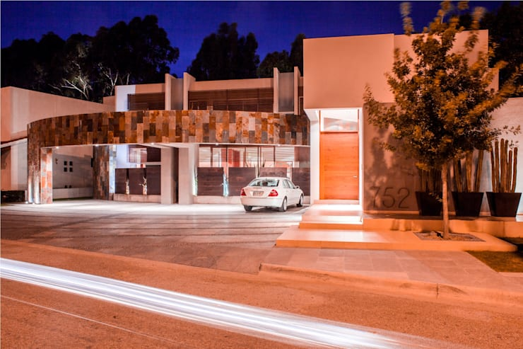 Casas de estilo moderno por GRUPO VOLTA
