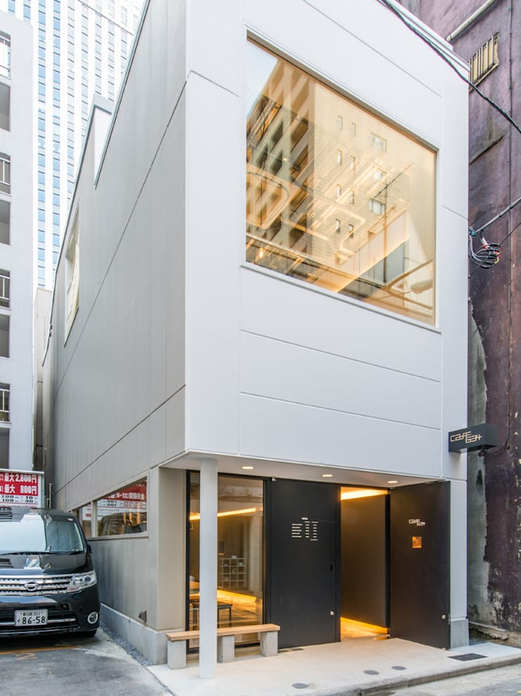 北側ファサード: 前見建築計画一級建築士事務所(Fuminori MAEMI architect office)が手掛けた商業空間です。