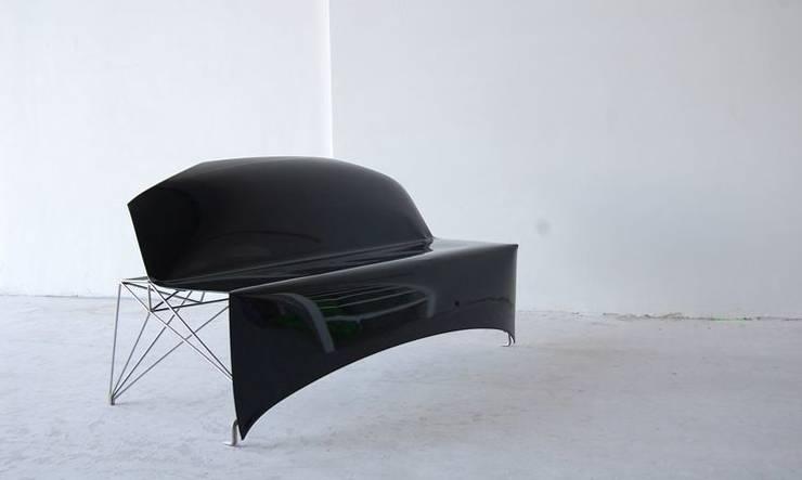 Car-bonnet Couch:   door Studio Roex, Industrieel