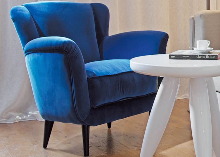 Dada Armchair:  Living room by We Style Homes