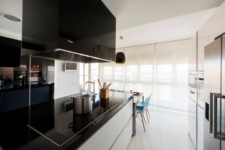 Vivienda zona Acacias, Madrid: Cocinas de estilo moderno de nimú equipo de diseño