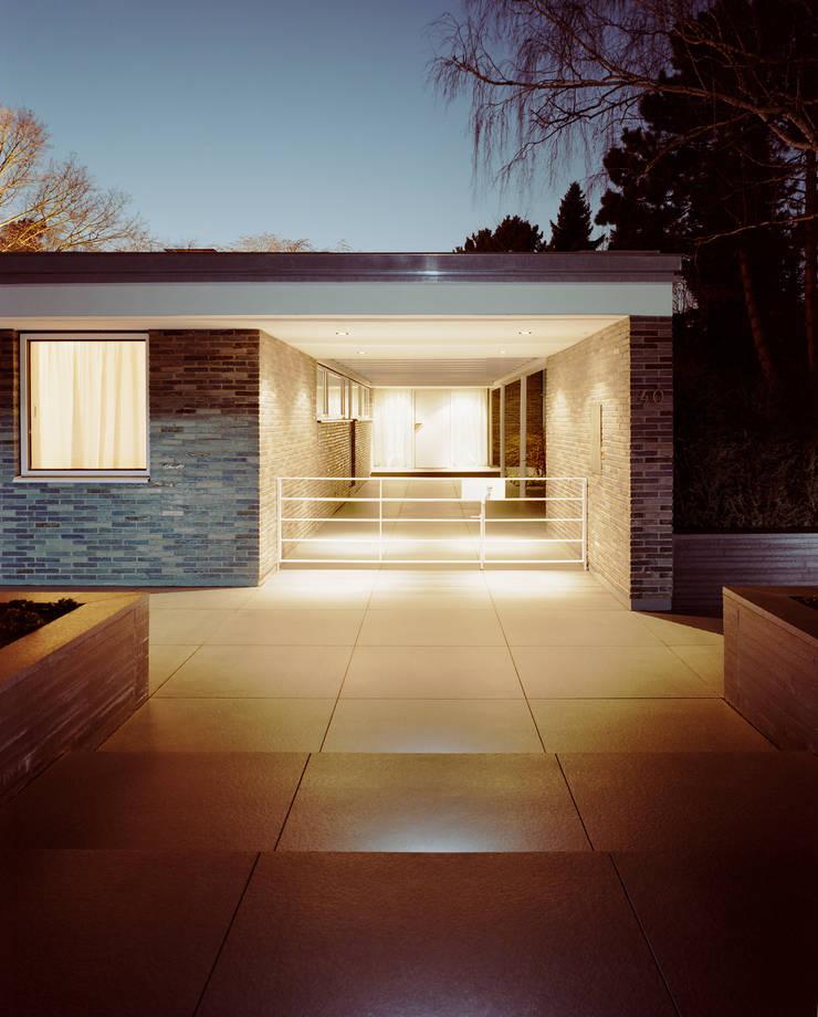 Park Villa:  Häuser von Corneille Uedingslohmann Architekten,Modern