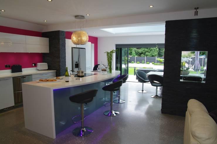 Kitchen and Media area :  Kitchen by PTC Kitchens
