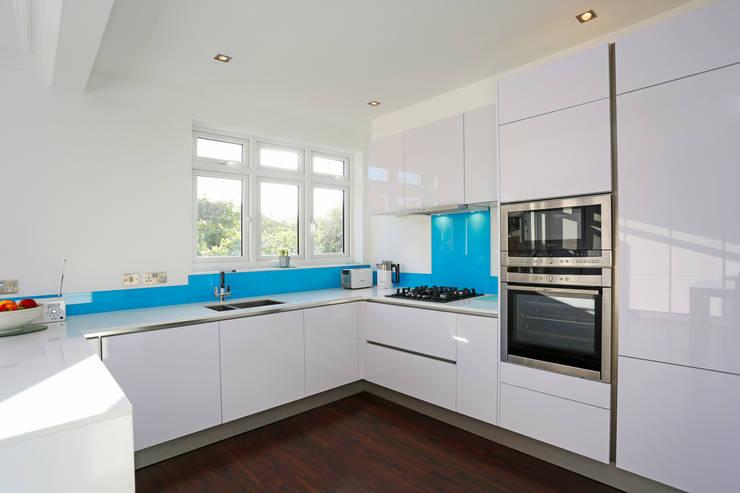 Polar white gloss lacquer kitchen:  Kitchen by LWK Kitchens