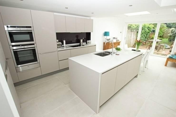 Kitchen by LWK Kitchens
