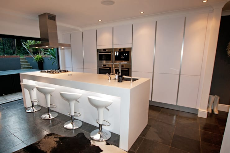 Polar white matt kitchen island design:  Kitchen by LWK Kitchens