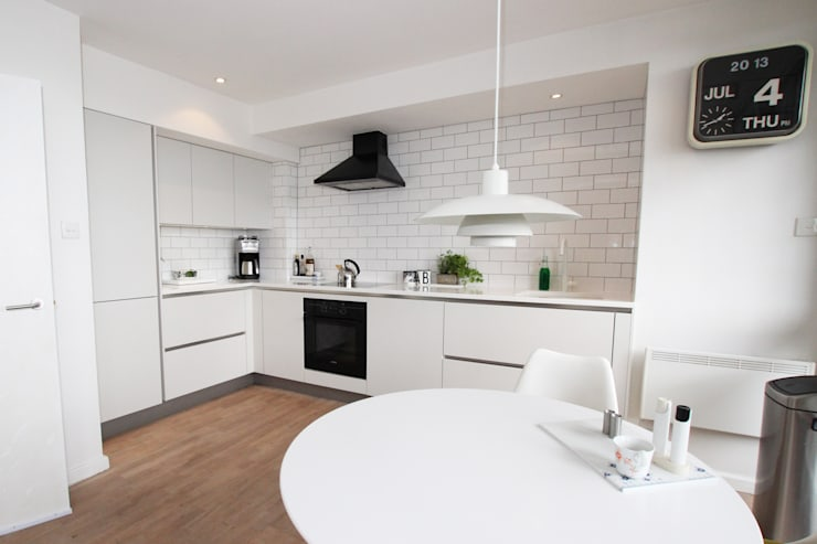 White matt kitchen​ design: modern Kitchen by LWK Kitchens