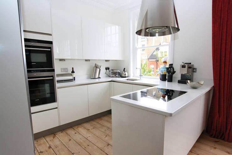 White gloss acrylic kitchen :  Kitchen by LWK Kitchens