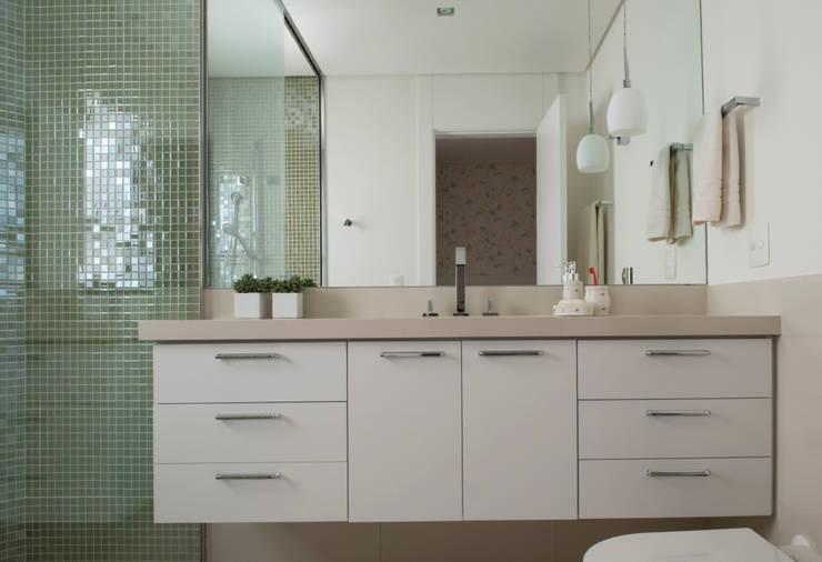 Banheiro Maria:   por Lembi Arquitetura