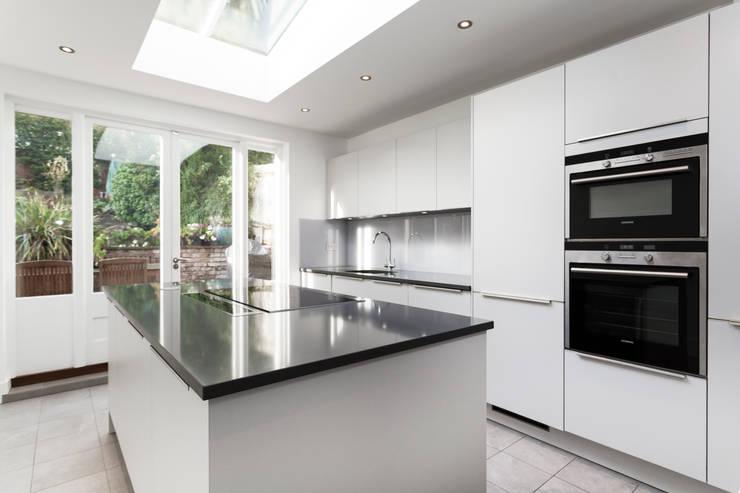Light grey matt kitchen:  Kitchen by LWK Kitchens