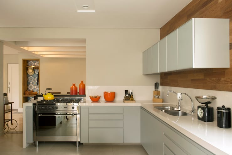Cozinha 03:   por Lembi Arquitetura