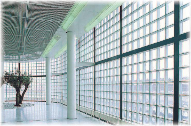 Réalisations briques de verre:  de style  par larochere