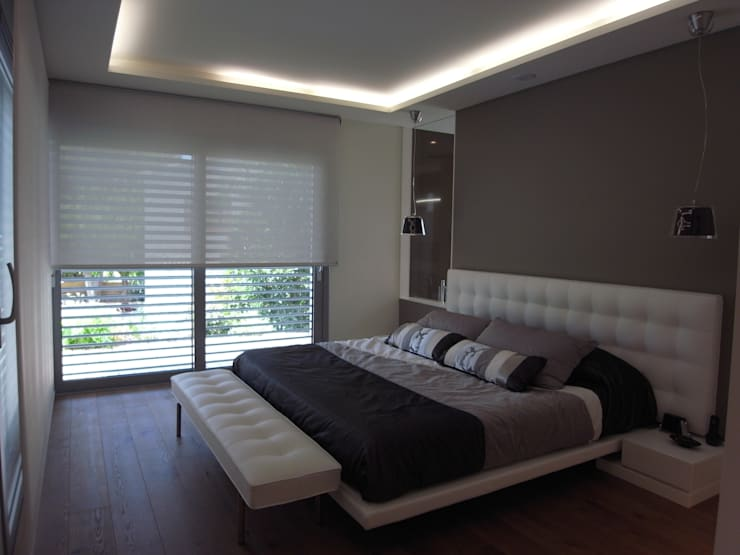 CASA UNIFAMILIAR AISLADA EN GIRONA: Dormitorios de estilo  de KITS INTERIORISME