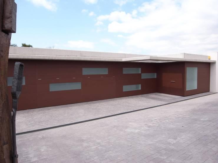 CASA UNIFAMILIAR AISLADA EN GIRONA: Casas de estilo  de KITS INTERIORISME