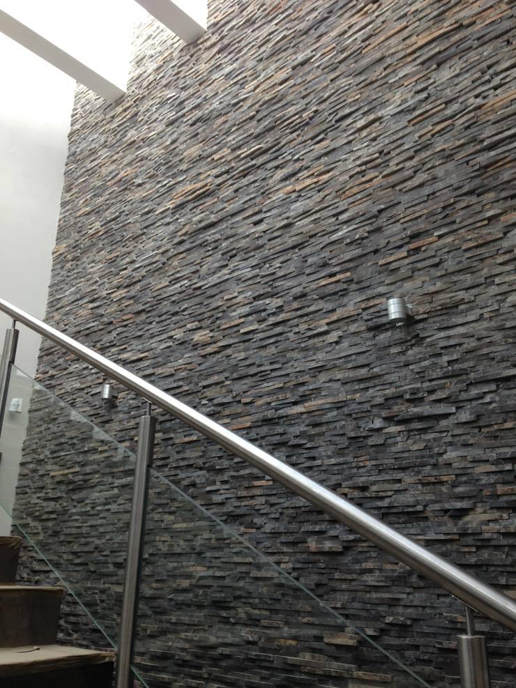 Piedra Laja: Centros Comerciales de estilo  por Piedra Serena