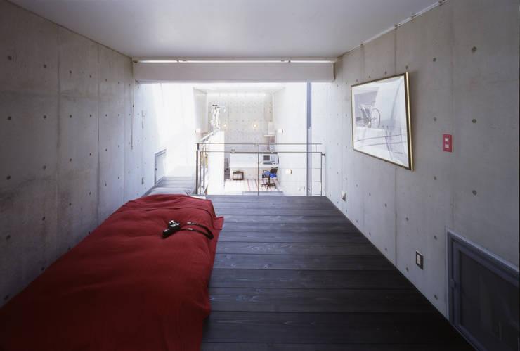 寝室: 久保田英之建築研究所が手掛けた寝室です。,モダン