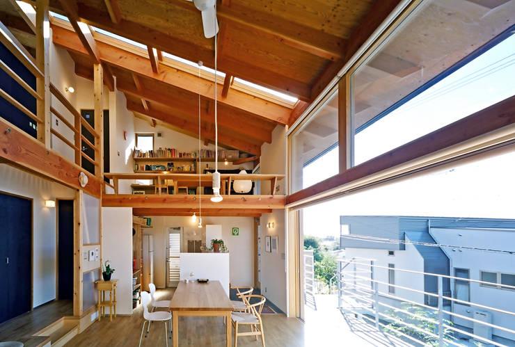 ダイニング: 久保田英之建築研究所が手掛けたダイニングです。