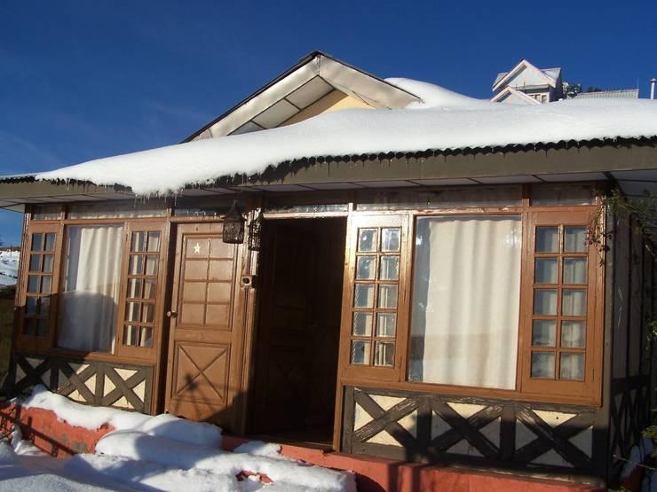Hotels In Kufri:   by Snow King Retreat