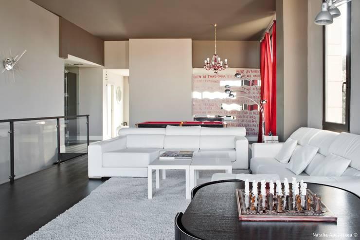 VIVIENDA UNIFAMILIAR 100% FENG SHUI: Salones de estilo  de AREA FENG SHUI │Arquitectura Interiorismo y Decoración Feng Shui