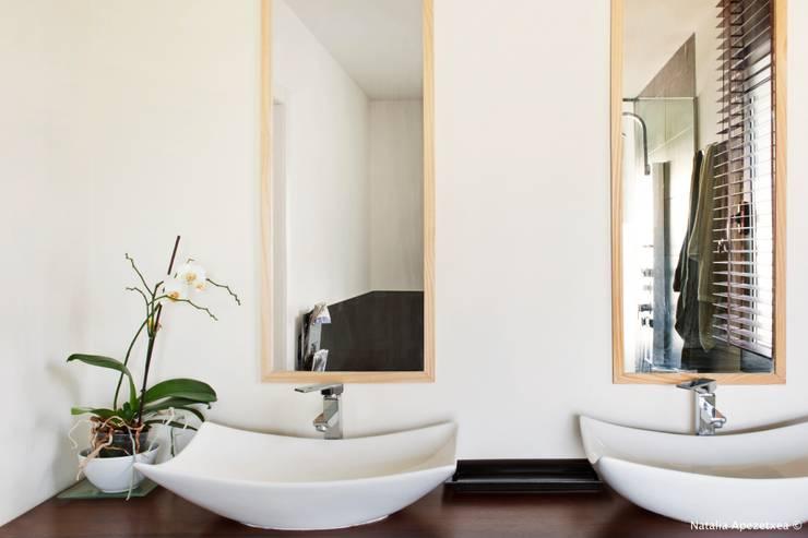 VIVIENDA UNIFAMILIAR 100% FENG SHUI: Baños de estilo minimalista de AREA FENG SHUI │Arquitectura Feng Shui