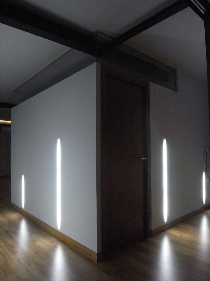 Vivienda Linterna: Dormitorios de estilo  de ZimmeR designer