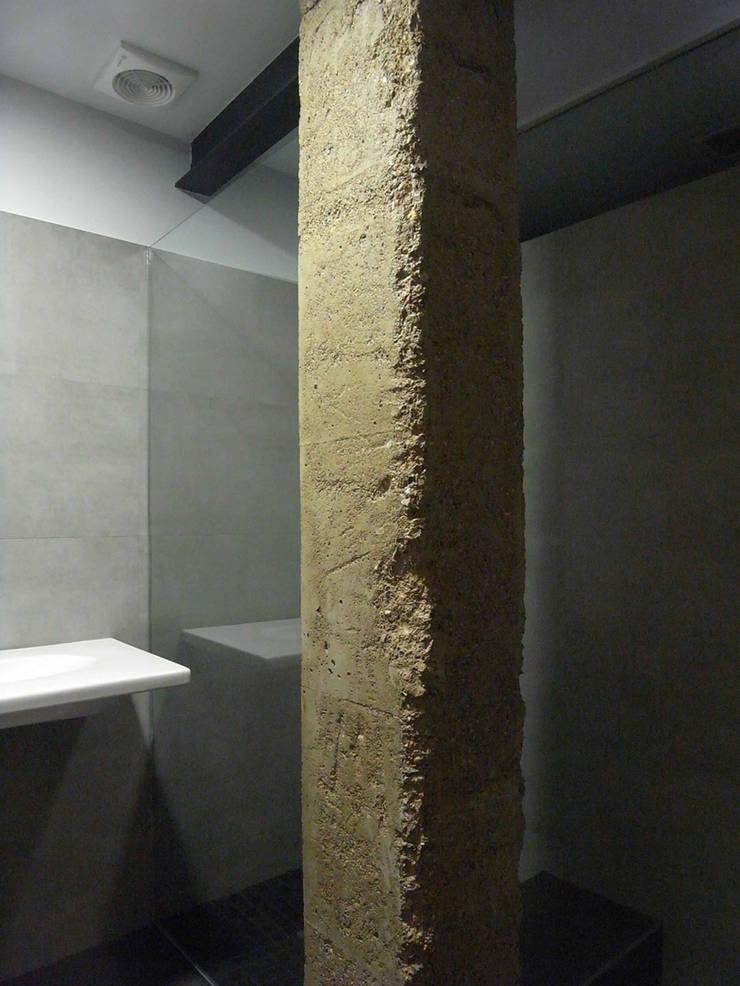 Vivienda Linterna: Baños de estilo  de ZimmeR designer