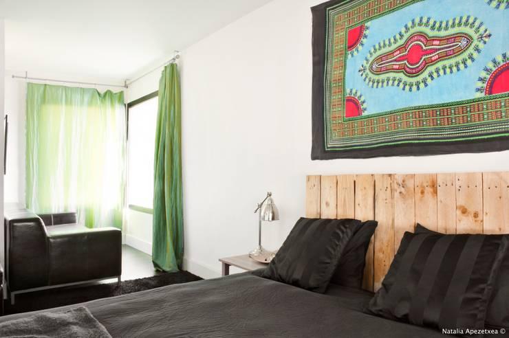 HABITACIÓN DE LA PROTECCIÓN: Dormitorios de estilo  de AREA FENG SHUI │Arquitectura Interiorismo y Decoración Feng Shui