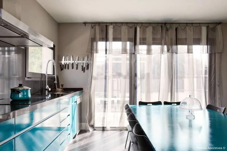 VIVIENDA UNIFAMILIAR 100% FENG SHUI: Cocinas de estilo  de AREA FENG SHUI │Arquitectura Interiorismo y Decoración Feng Shui